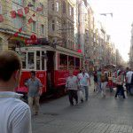 Le tramway Taksim 2 Tunnel sur la plus longue rue piétonne que j'ai vue, Sıraselviler Caddesi.