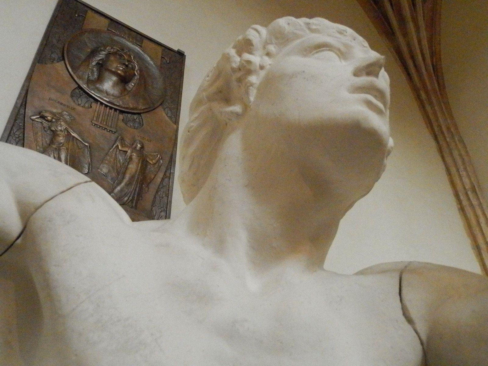 Étude de sculpture jeune homme classique