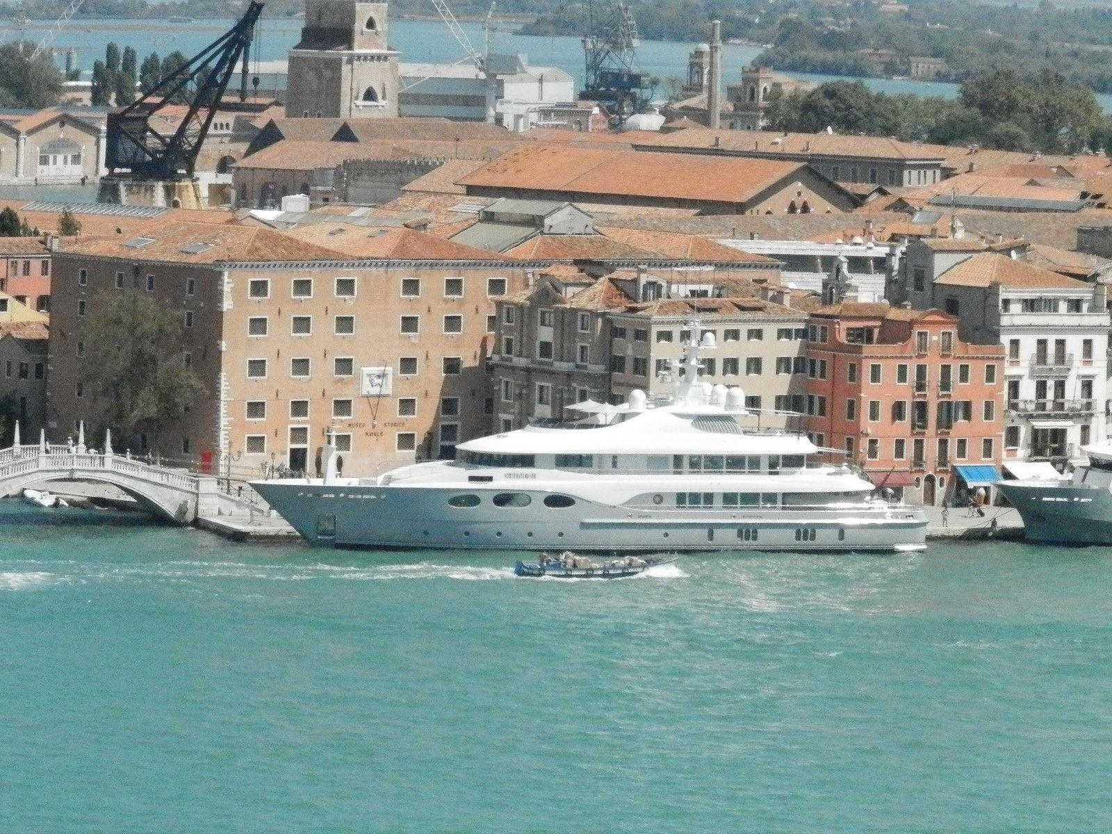 Venise – Petit yacht tout simple